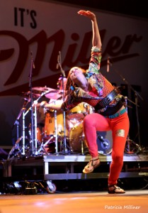 """Arie pulled Naima Adedapo onstage to dance during """"Soulbird Rise."""""""
