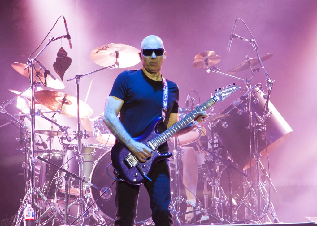 joe satriani surfing to shockwave tour 915 3 8 2016 onstage. Black Bedroom Furniture Sets. Home Design Ideas