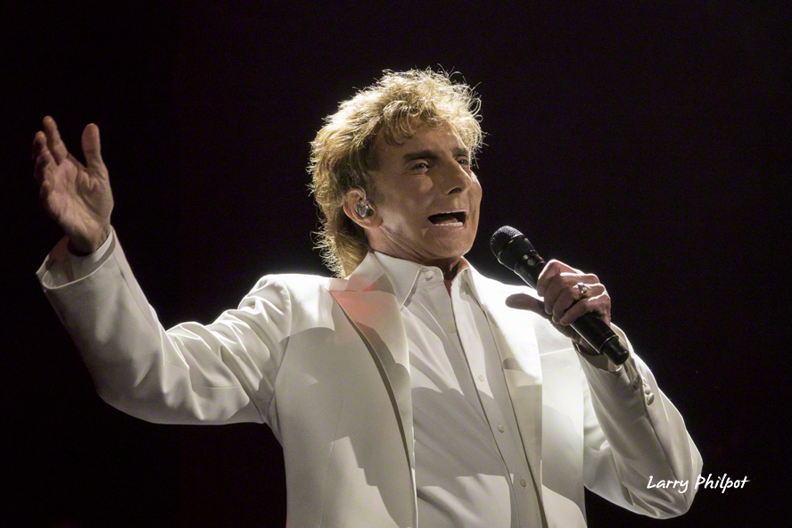 Barry_Manilow_20160330_390